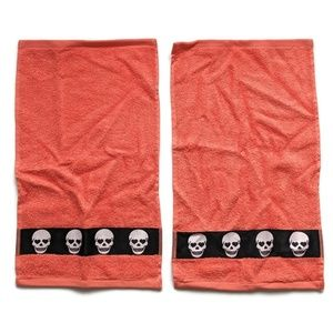 2 Betsey Johnson Coral Skulls Finger Tip Towels